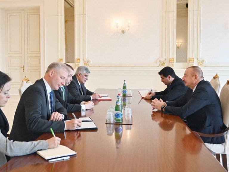 Prezident İlham Əliyev Avropa İttifaqının xüsusi nümayəndəsinin başçılıq etdiyi nümayəndə heyətini qəbul edib – FOTO