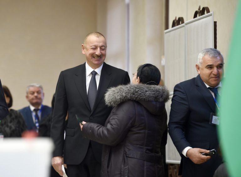 Azərbaycan Prezidenti İlham Əliyev 6 saylı seçki məntəqəsində səs verib VİDEO