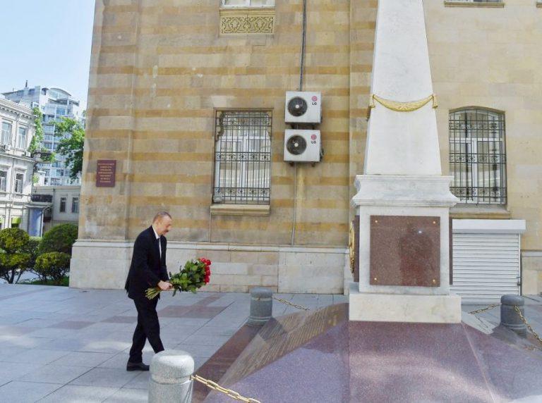 Prezident İlham Əliyev Azərbaycan Xalq Cümhuriyyətinin şərəfinə ucaldılmış abidəni ziyarət edib (FOTO)