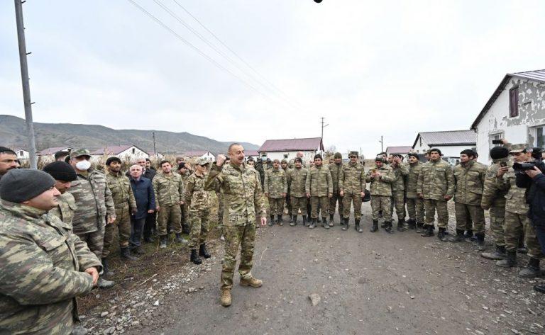 Prezident İlham Əliyev Qubadlının Xanlıq kəndində əsgərlərlə görüşüb (FOTO)