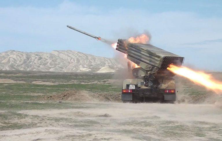 Azərbaycan Ordusunda raket-artilleriya batareyalarının döyüş atışlı taktiki təlimləri başlayıb (FOTO/VİDEO)