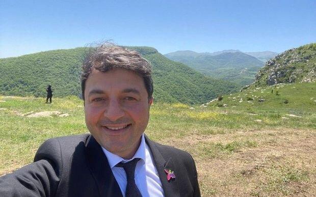 Azərbaycanlı deputat 29 il sonra Şuşadakı evinə getdi