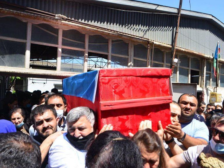 Şəhid jurnalist son mənzilə yola salınır – FOTO