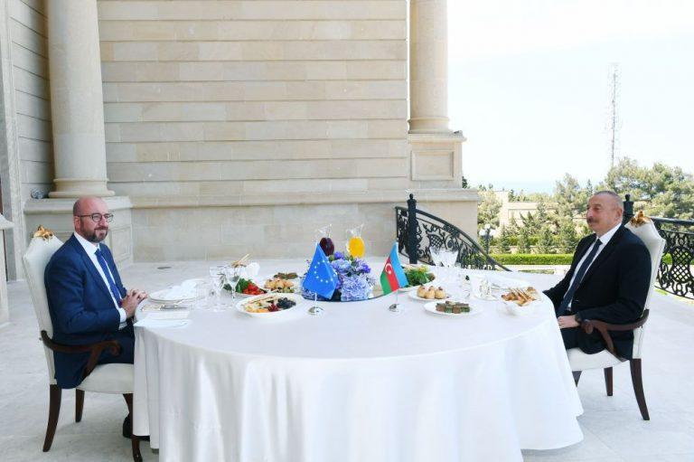 Azərbaycan Prezidenti İlham Əliyev və Avropa İttifaqı Şurasının Prezidenti Şarl Mişel birgə işçi nahar ediblər (FOTO/VİDEO)